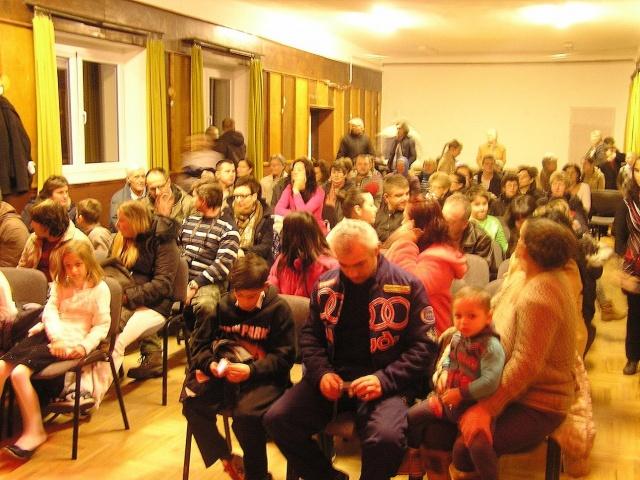 Ovisok, iskolások karácsonyi előadása 2015.12.22.