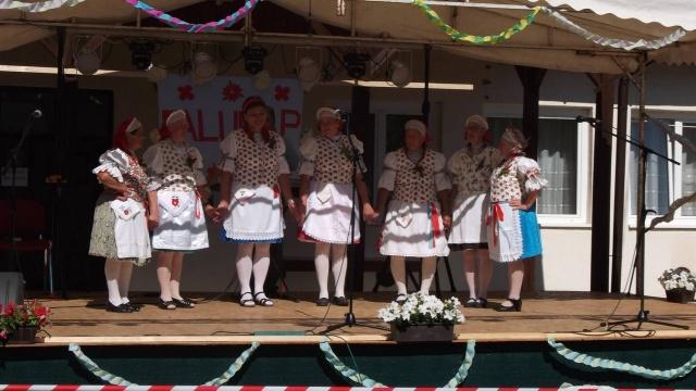 A Csesztvei Dalkör Nógrádmarcalban a falunapon 2016.06.18-án.