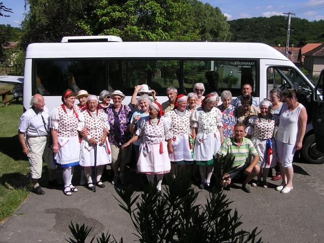 Dalkörünk a Terézvárosi Nyugdíjas Egyesület csesztvei látogatásán